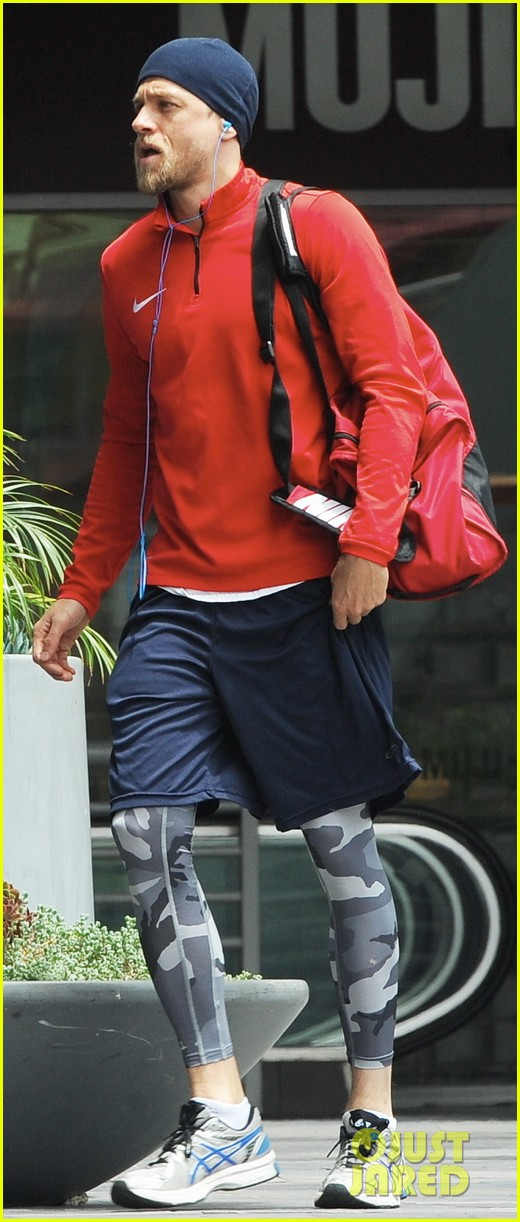 charlie hunnam hits the gym then cleans up for lunch 073678151