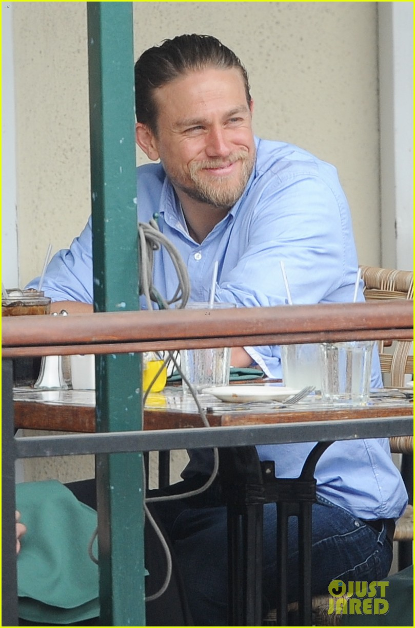 charlie hunnam hits the gym then cleans up for lunch 133678157