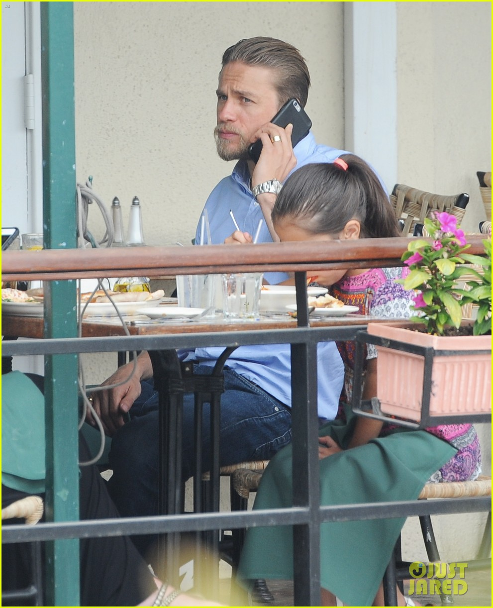 charlie hunnam hits the gym then cleans up for lunch 153678159