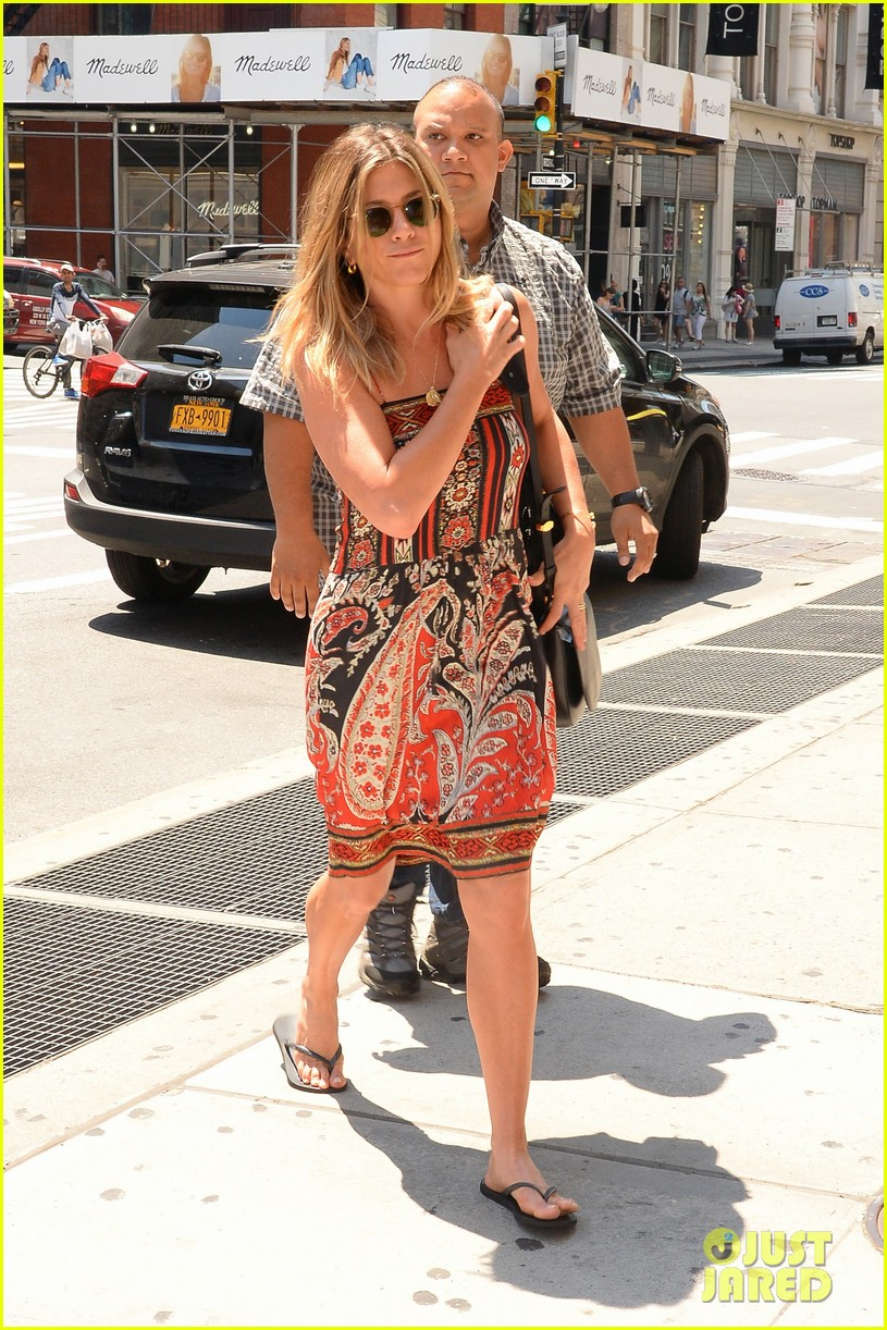 Jennifer aniston in casual clothes