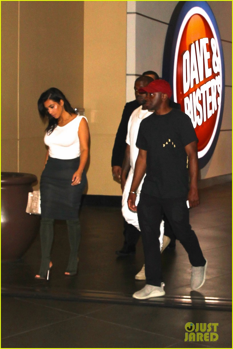 kim kardashian kanye west celebrate khloes birthday 053693913
