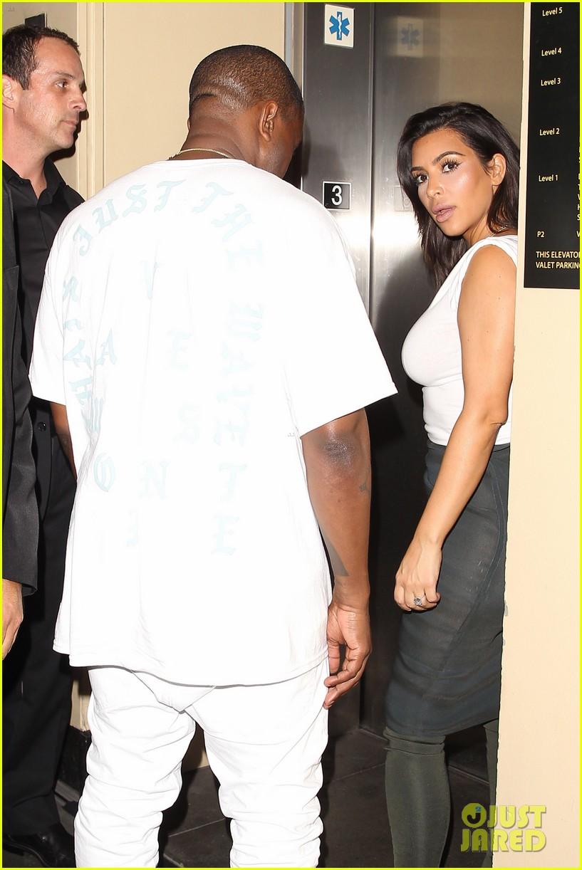 kim kardashian kanye west celebrate khloes birthday 073693915