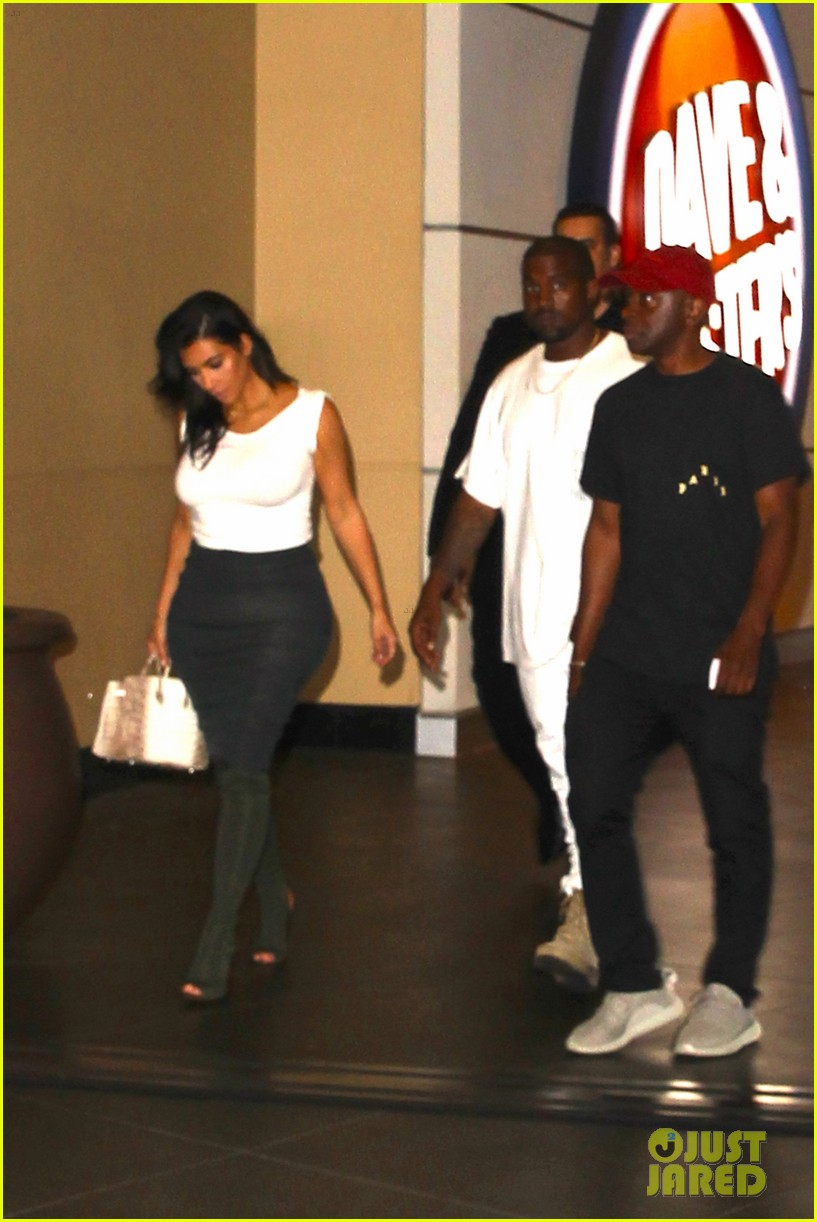 kim kardashian kanye west celebrate khloes birthday 083693916