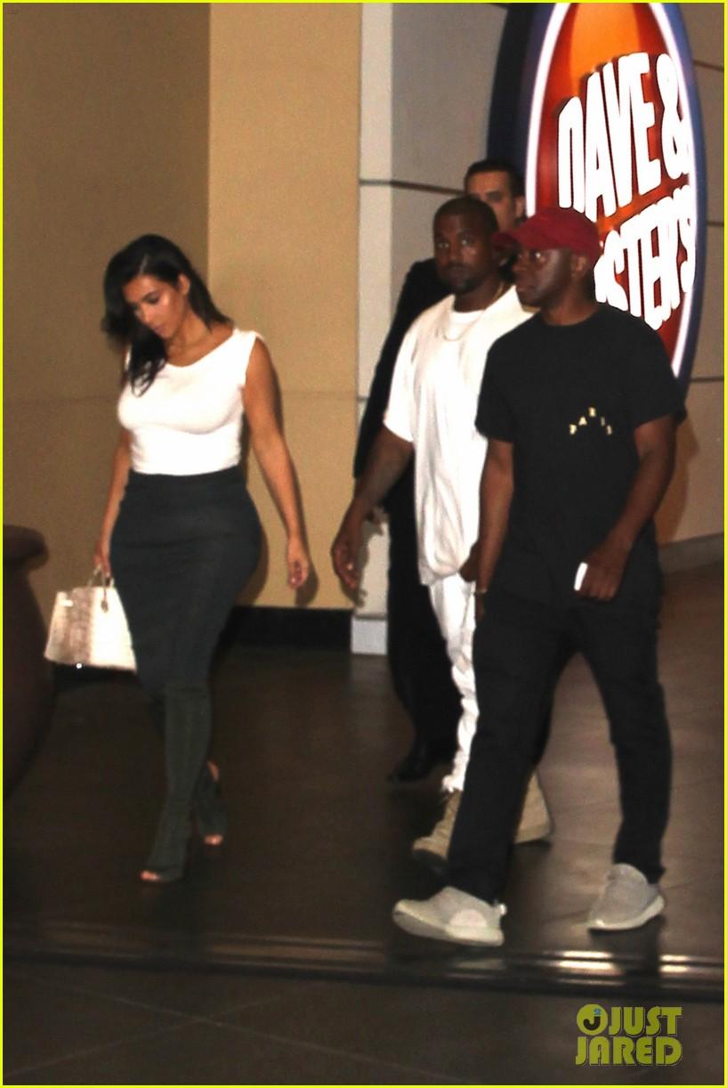 kim kardashian kanye west celebrate khloes birthday 103693918