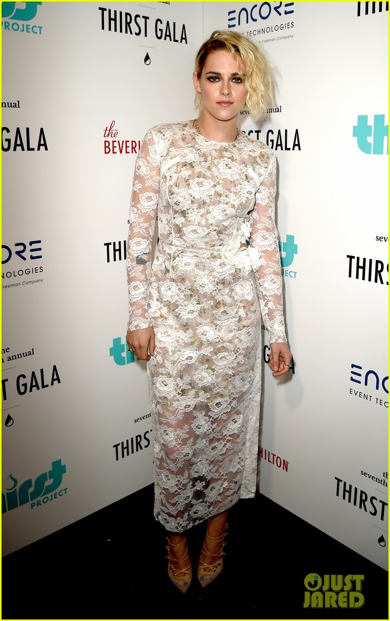 kristen stewart fights the world water crisis at thirst gala 05