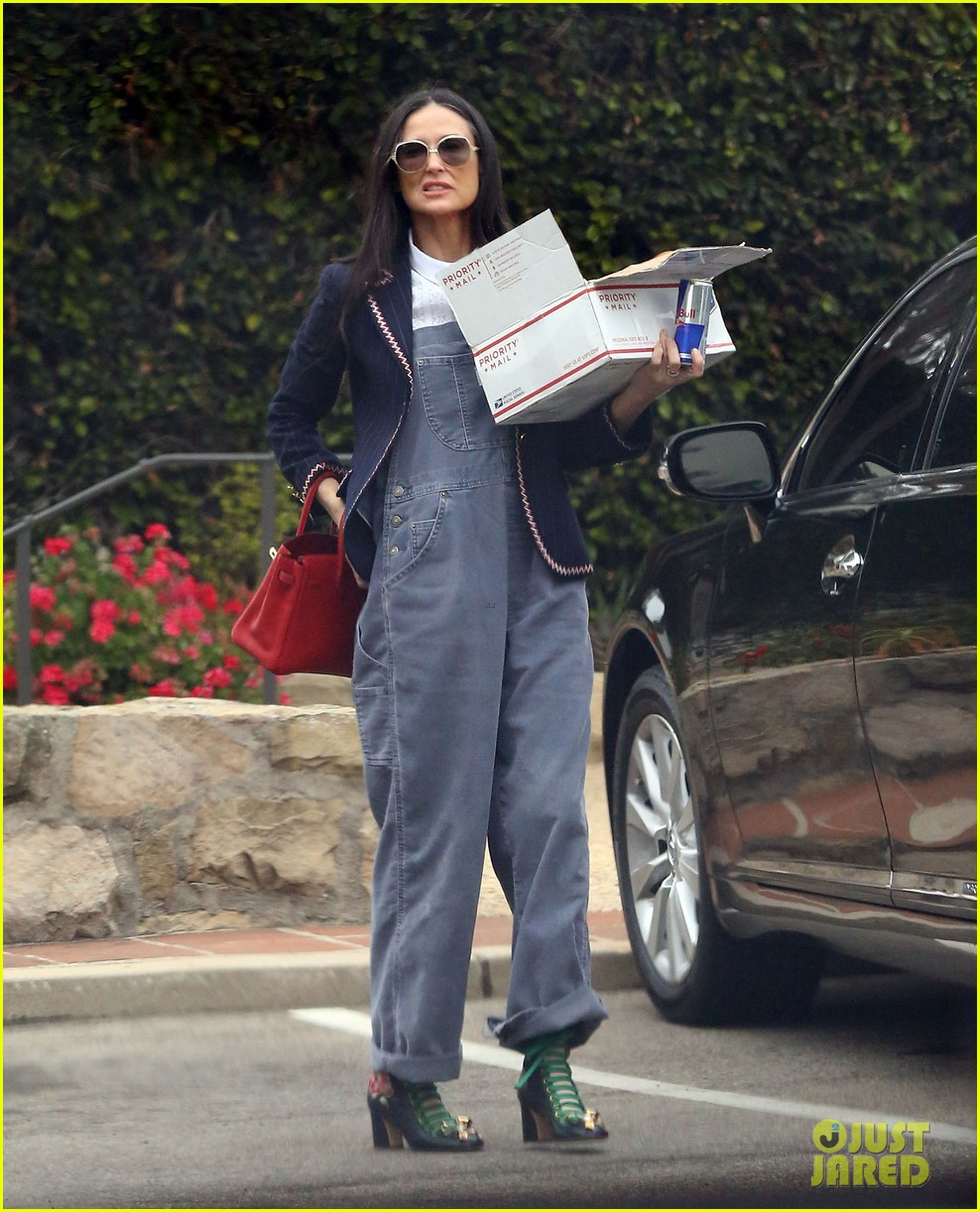 demi moore promotes daughters clothing designs photo