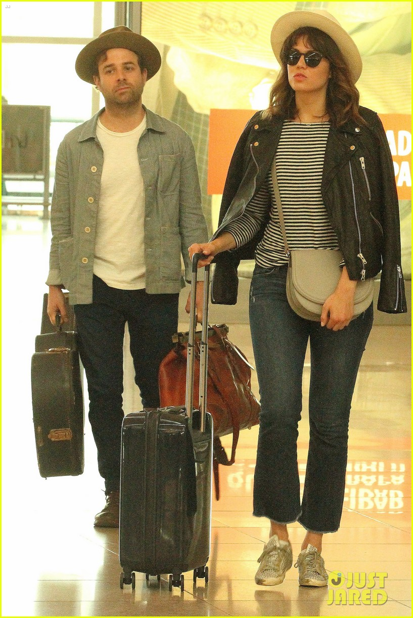 Mandy Moore Flies Home from Vacation with Boyfriend Taylor ...