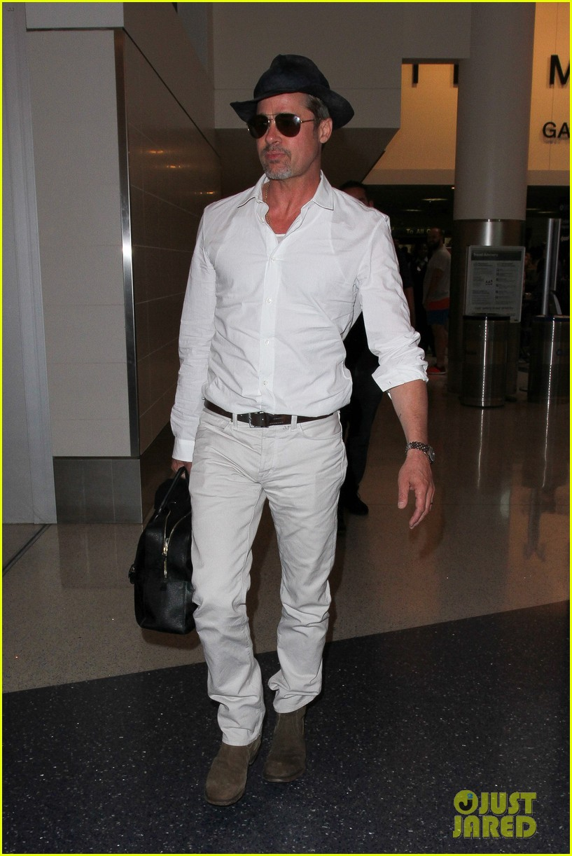 brad pitt wears all white for his lax arrival 173678063