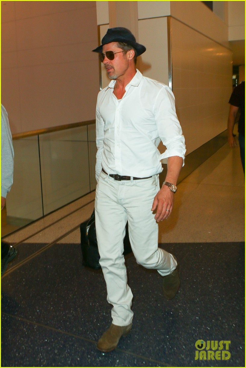 brad pitt wears all white for his lax arrival 203678066