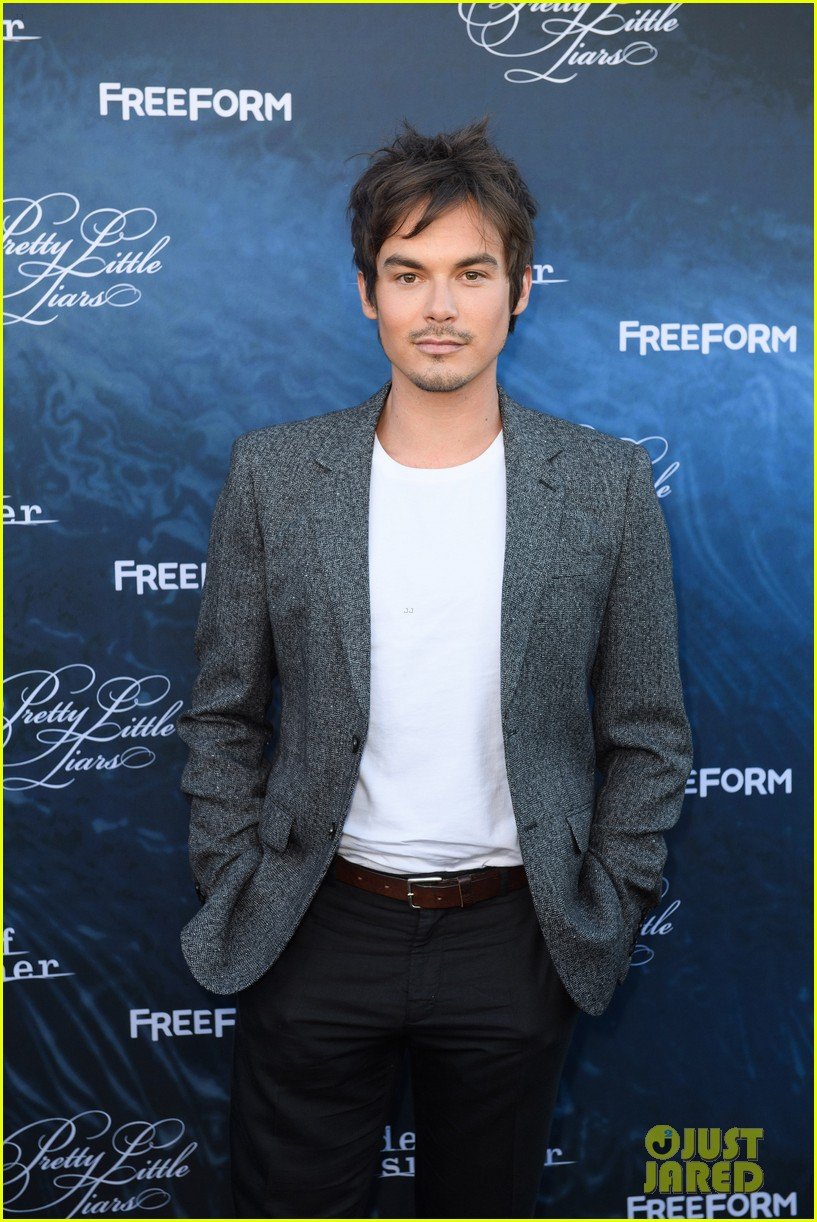 pretty little liars season seven premiere event 223684422