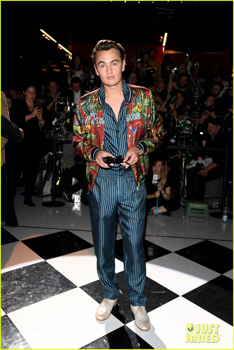 presley gerber rafferty law walk in dolce gabbana milan show 053686062