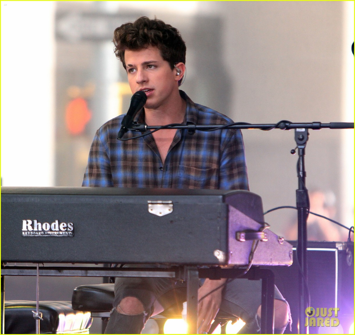 Charlie Puth Performs 'See You Again' For The Orlando