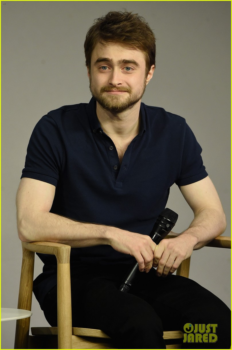 Full Sized Photo of daniel radcliffe on returning to harry ... Daniel Radcliffe