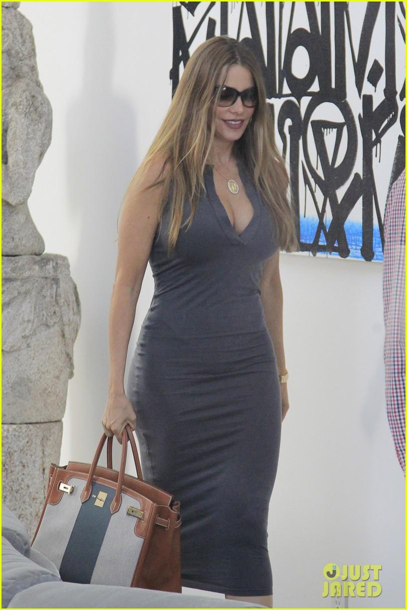Sofia Vergara Shows Off Killer Curves While Furniture Shopping
