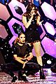 hailee steinfeld performs with shawn hook at muchmusic video awards 2016 03