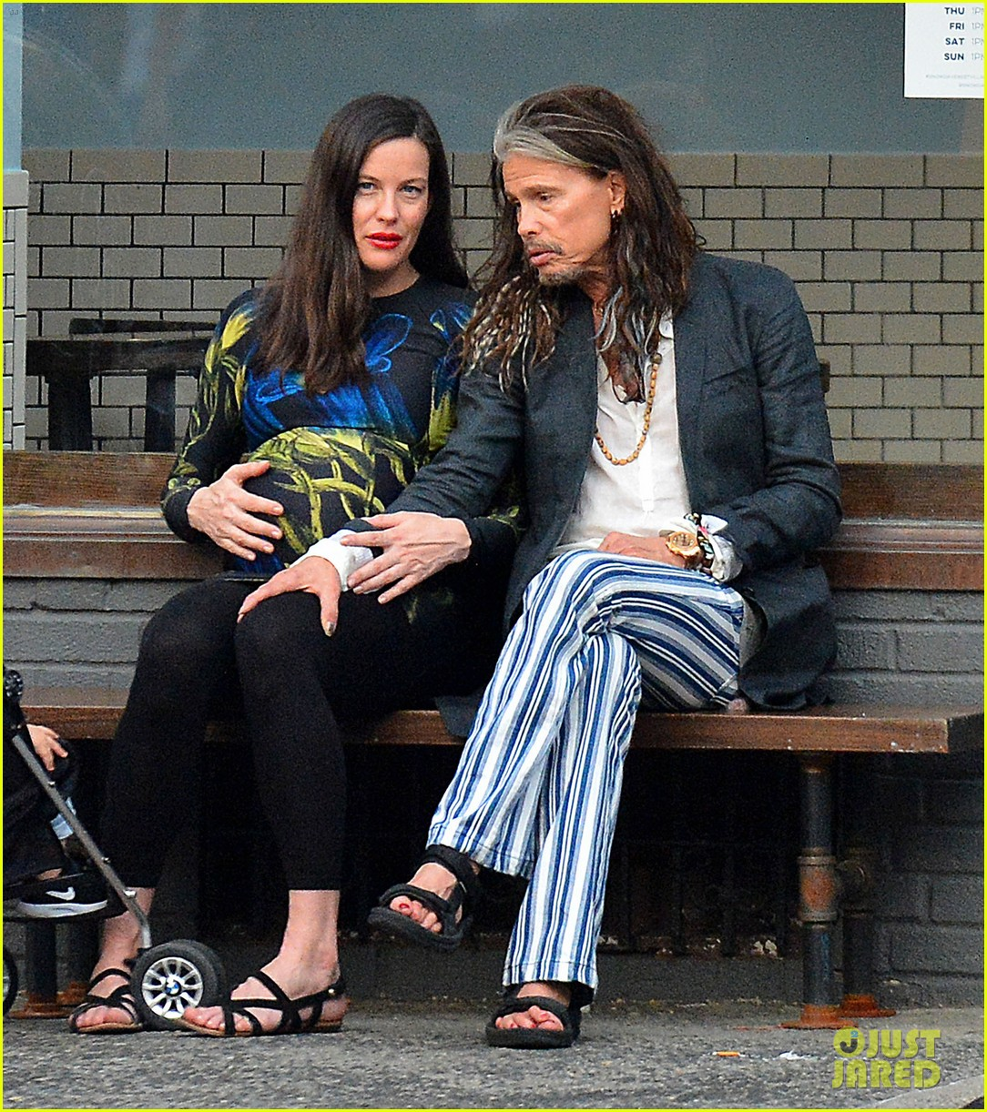 liv tyler gets in father daughter bonding with dad steven tyler 093690329