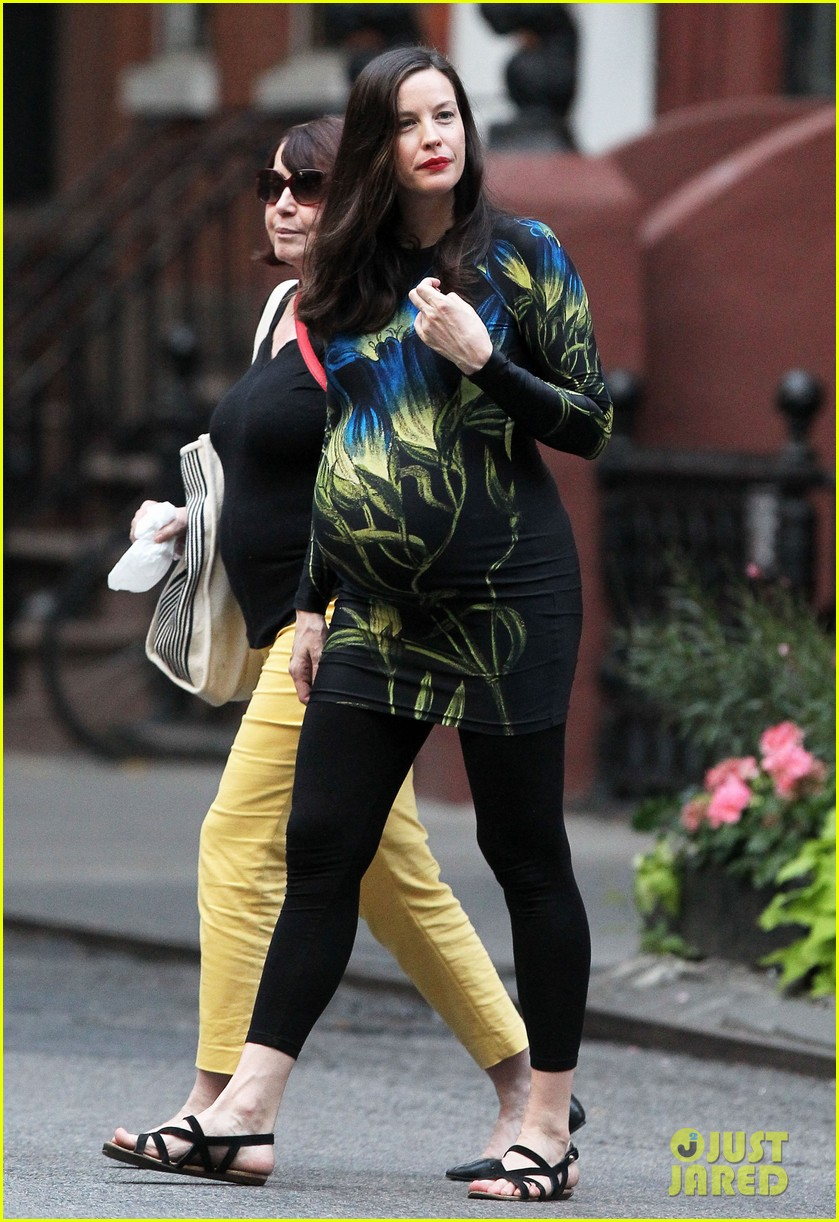liv tyler gets in father daughter bonding with dad steven tyler 163690336