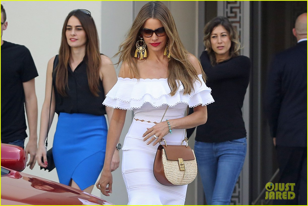 sofia vergara shops in beverly hills 043677606