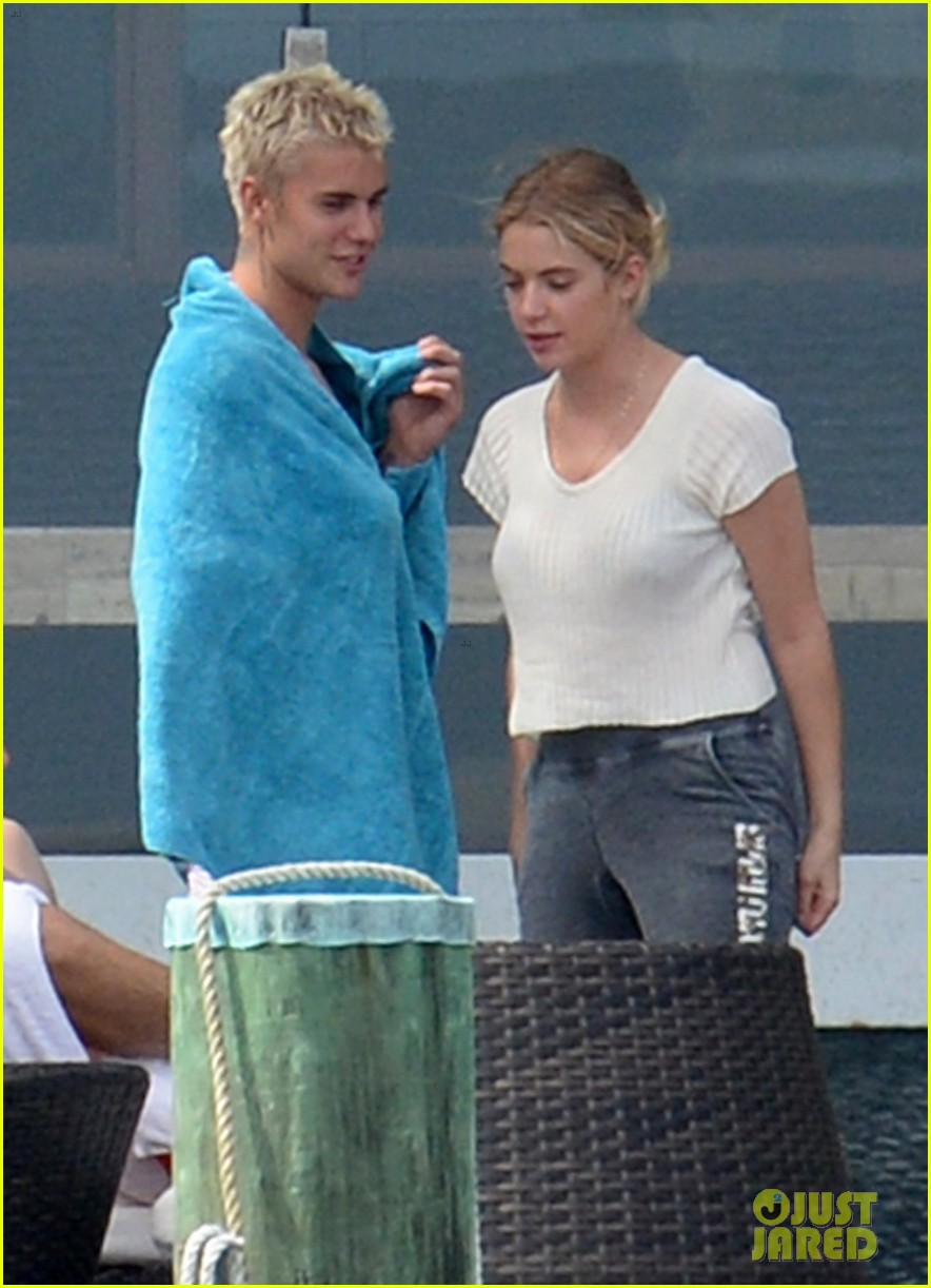 Ashley benson dating justin bieber
