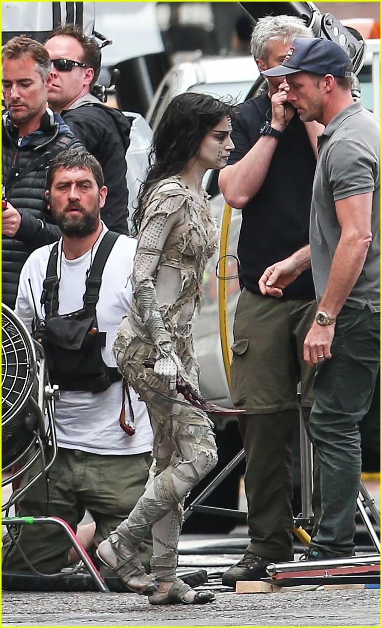 Sofia Boutella Films The Mummy In Full Costume Makeup Photo 3702717 Movies Sofia Boutella The Mummy Pictures Just Jared