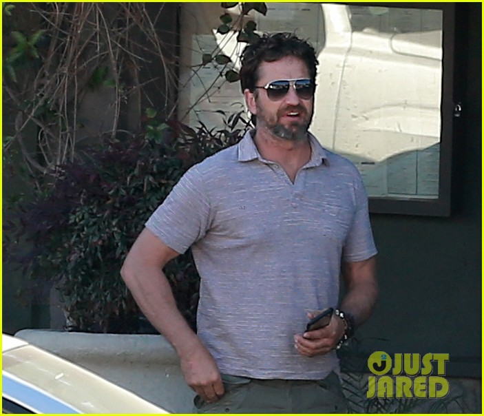 gerard butler shares throwback video with bradley cooper at last years wimbeldon 053697600