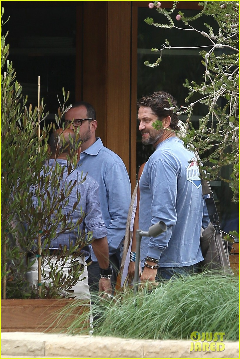 gerard butler shares throwback video with bradley cooper at last years wimbeldon 113697606