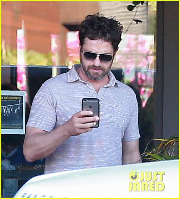 gerard butler shares throwback video with bradley cooper at last years wimbeldon 183697613