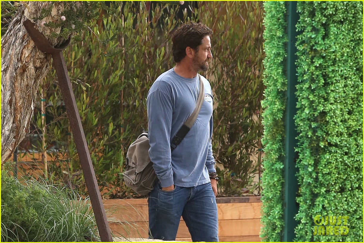 gerard butler shares throwback video with bradley cooper at last years wimbeldon 203697615