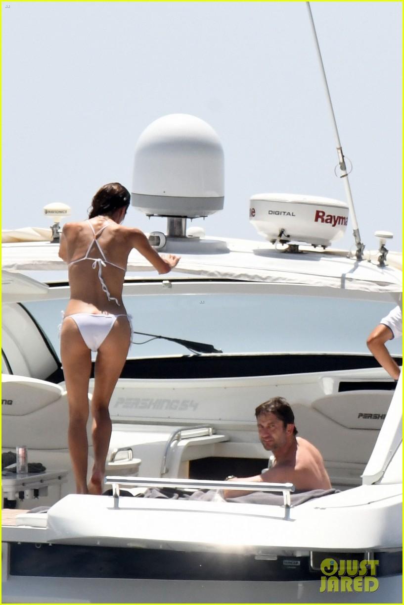 gerard butler girlfriend morgan brown romantic boat ride in italy 053706581