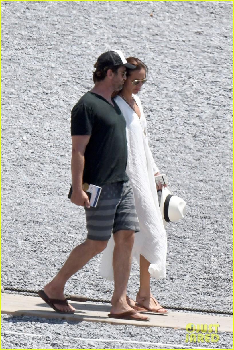 gerard butler girlfriend morgan brown romantic boat ride in italy 133706589