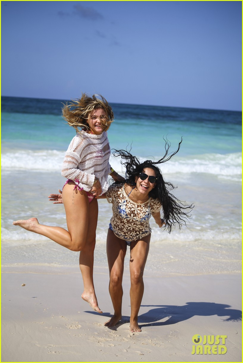 chloe moretz mia family beach birthday getaway 023702936