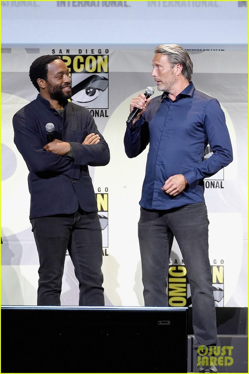 Franchise Marvel/Disney #3 - Page 38 Benedict-cumberbatch-rachel-mcadams-doctor-strange-comic-con-2016-05