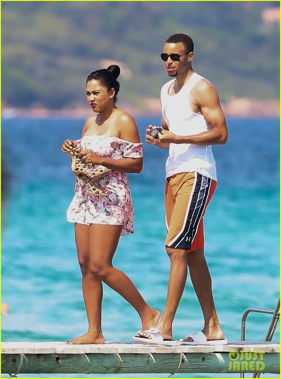 Stephen Curry & Wife Ayesha Relax on St. Tropez Vacation: Photo ...