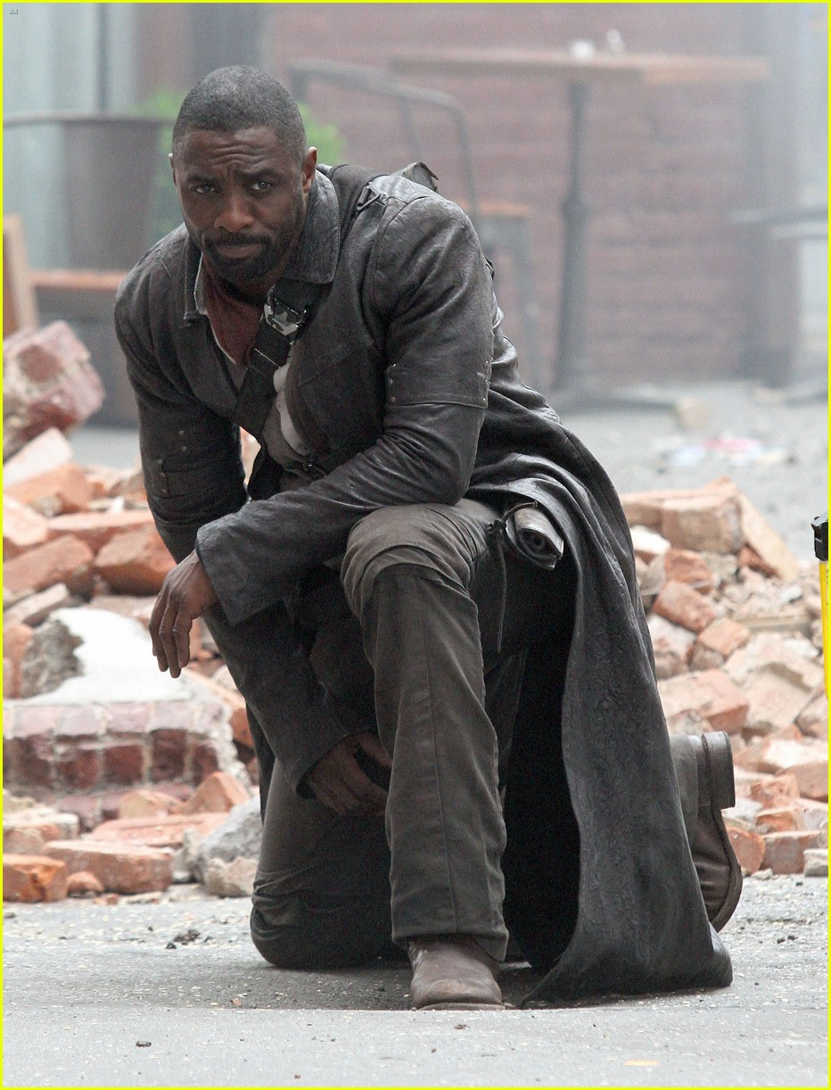 idris elba battles jackie earle haley on dark tower set 143703016