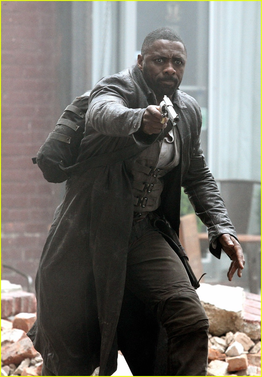 idris elba battles jackie earle haley on dark tower set 153703017