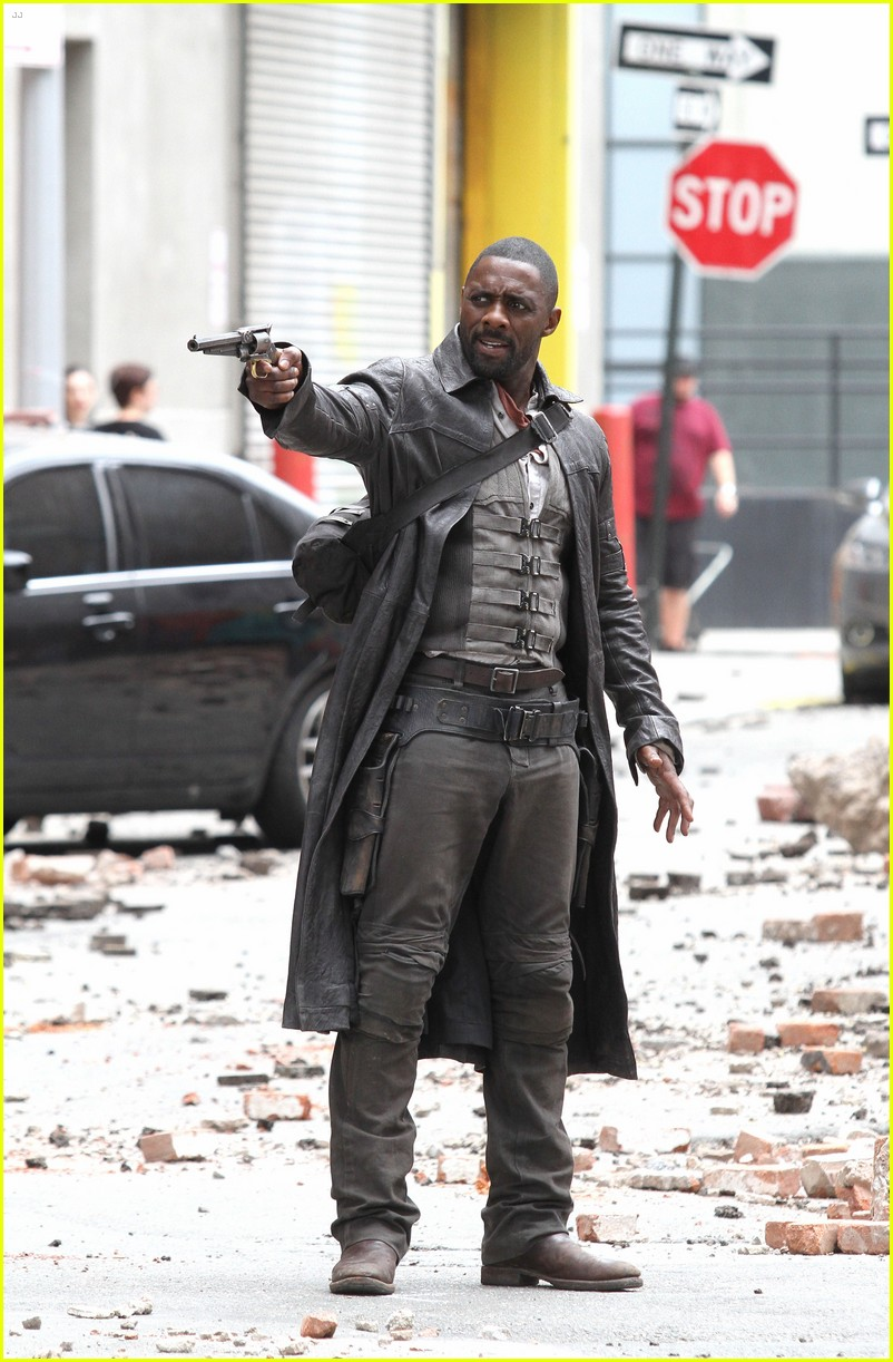 idris elba battles jackie earle haley on dark tower set 173703019