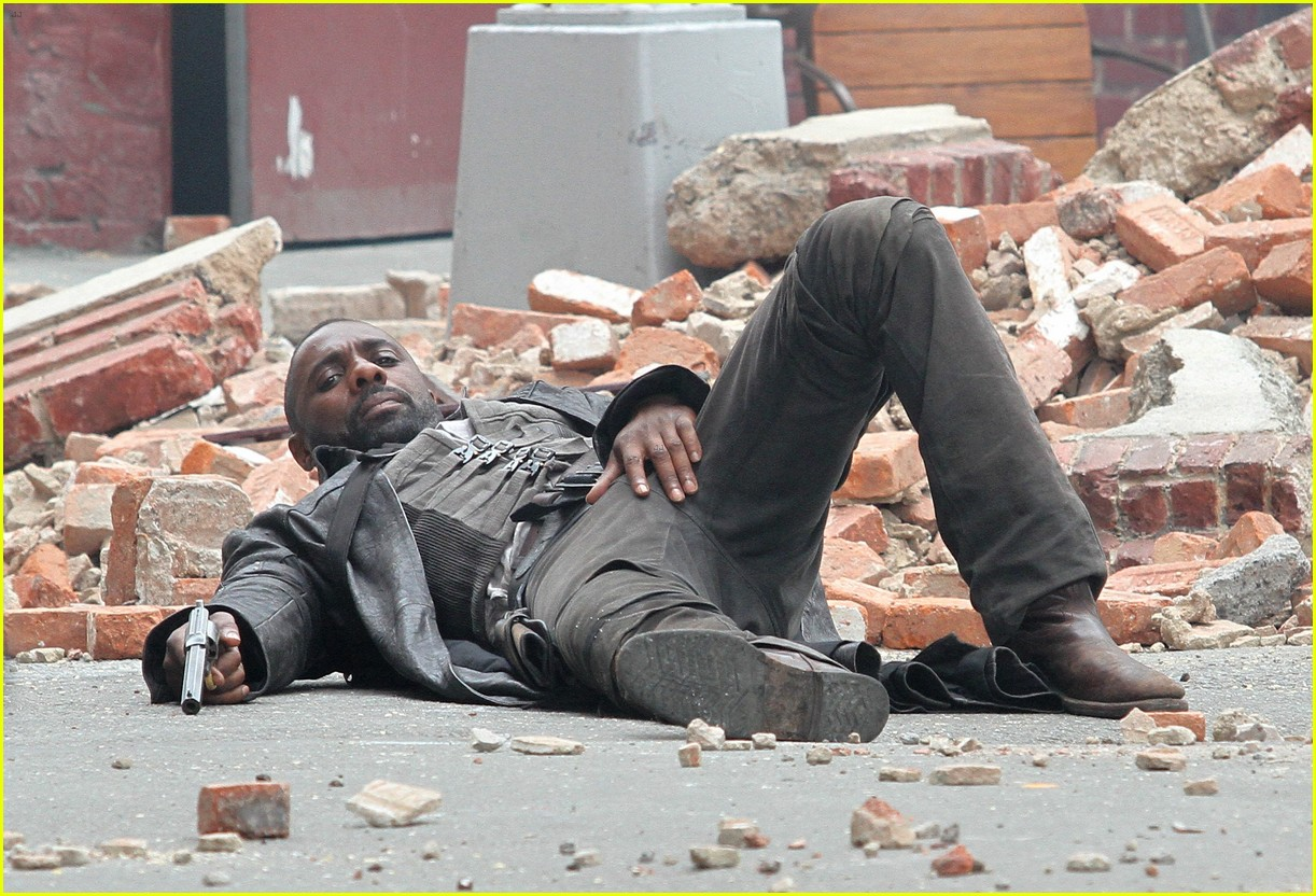 idris elba battles jackie earle haley on dark tower set 263703028