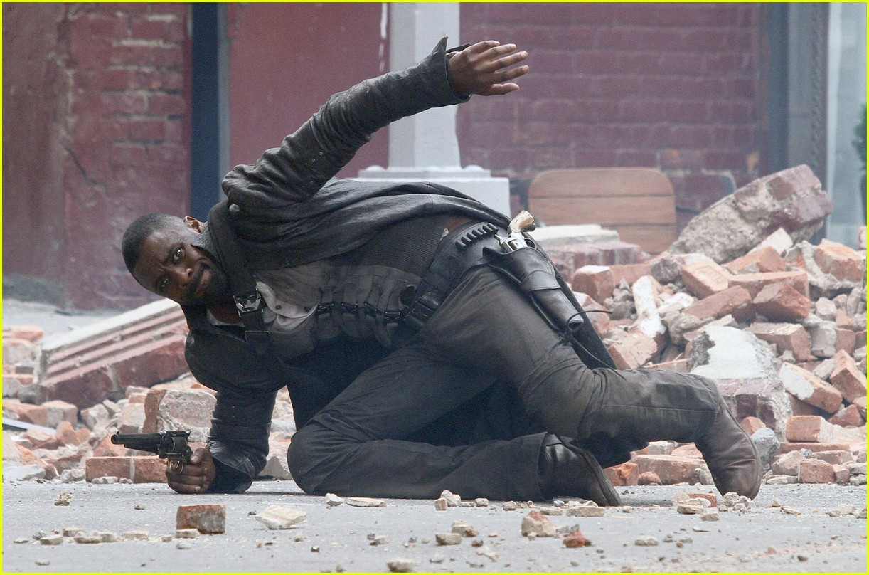 idris elba battles jackie earle haley on dark tower set 273703029