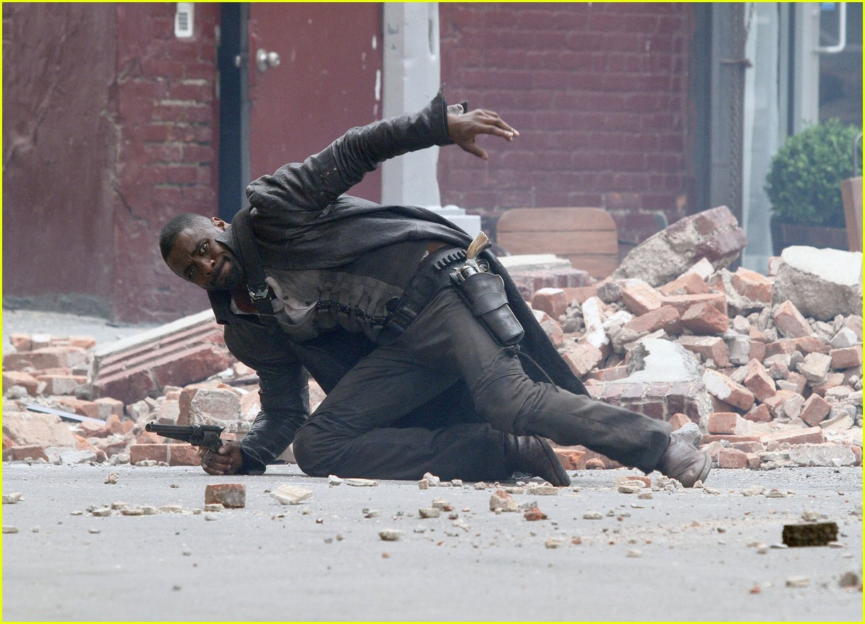 idris elba battles jackie earle haley on dark tower set 283703030
