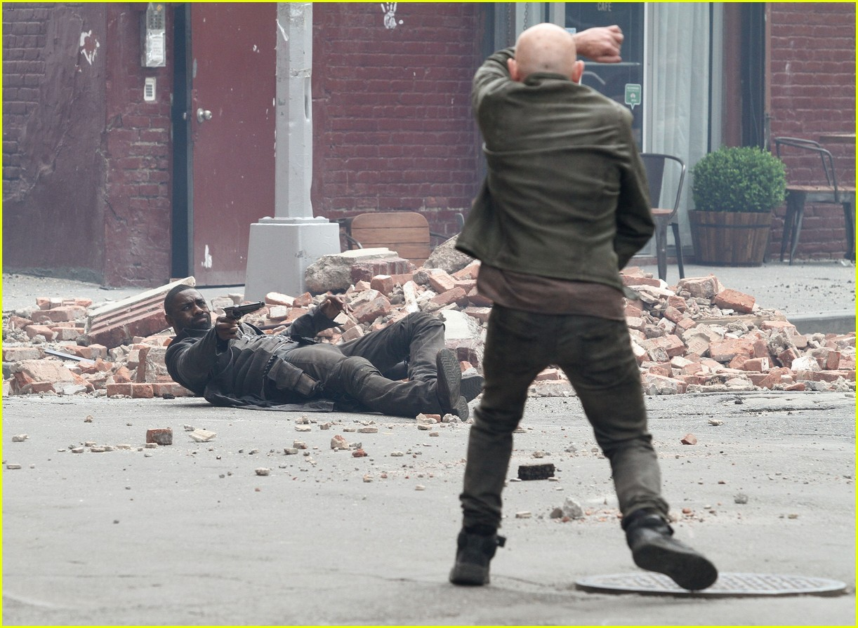 idris elba battles jackie earle haley on dark tower set 323703034