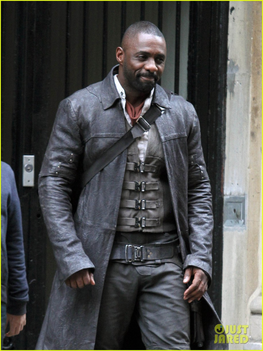 idris elba spotted as the gunslinger on dark tower nyc set 023697097