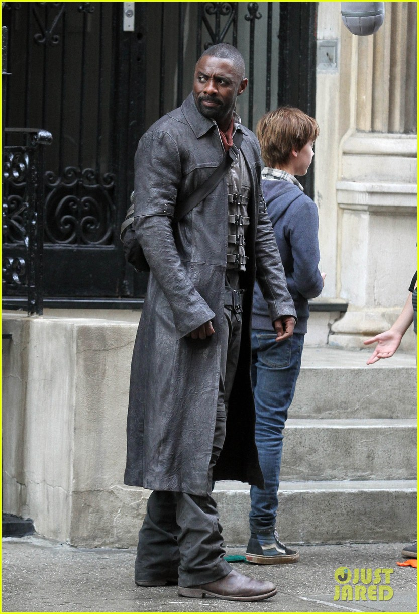 idris elba spotted as the gunslinger on dark tower nyc set 033697098
