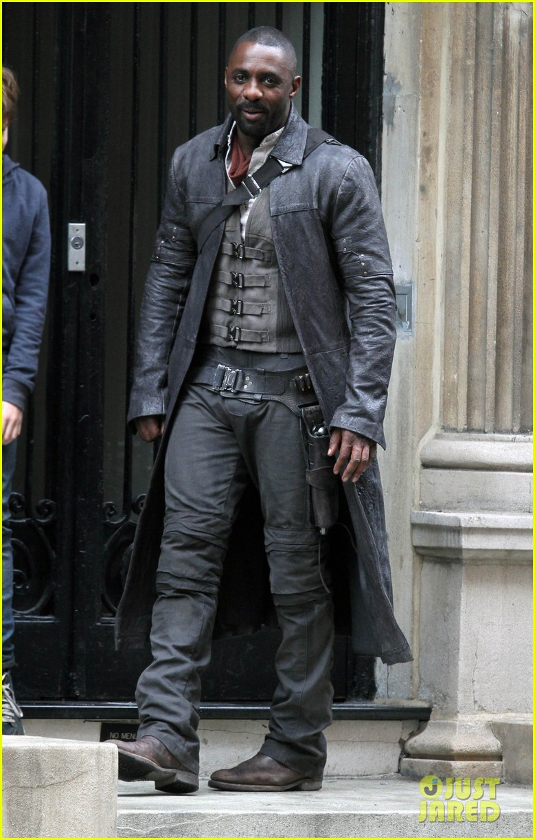idris elba spotted as the gunslinger on dark tower nyc set 053697100