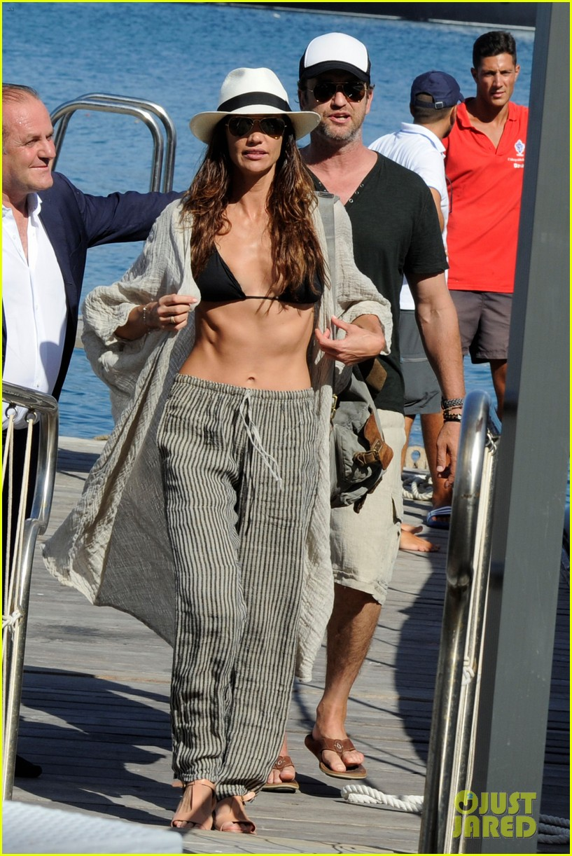 gerard butler couples up with morgan brown in italy 023703983