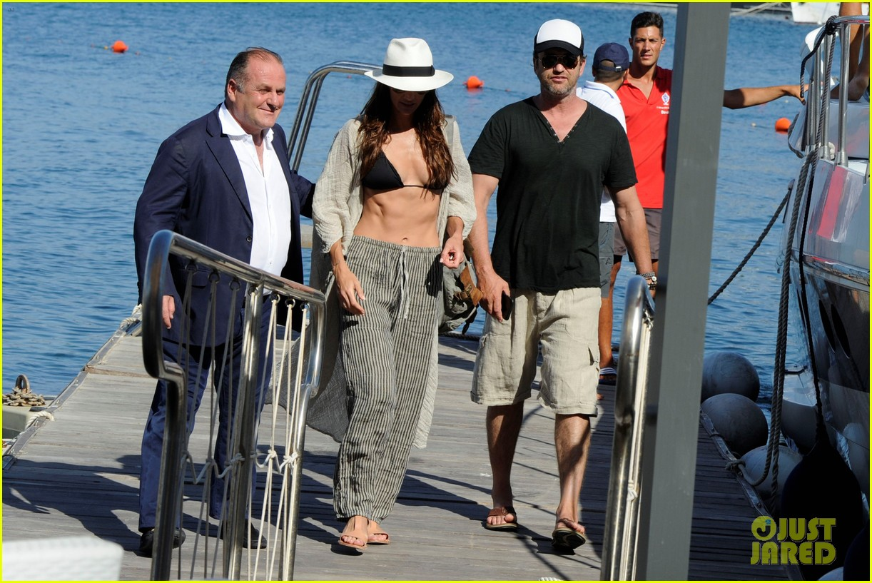gerard butler couples up with morgan brown in italy 043703985