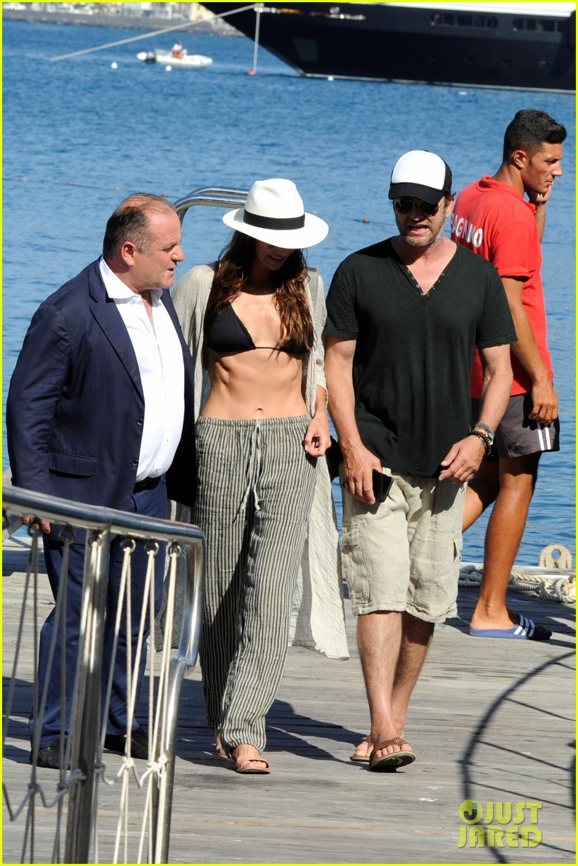 gerard butler couples up with morgan brown in italy 083703989
