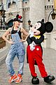 gwen stefani meets mickey mouse disney world 03