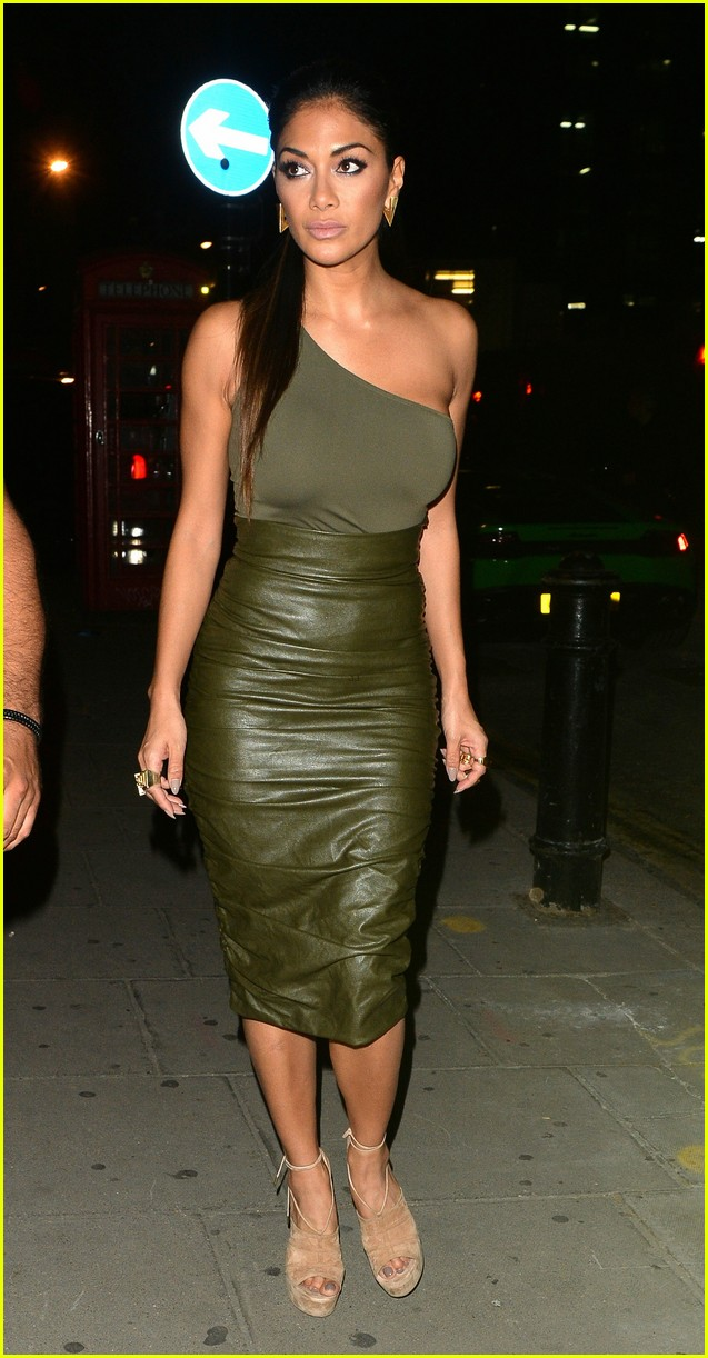 calvin harris nicole scherzinger link up in london 083703704