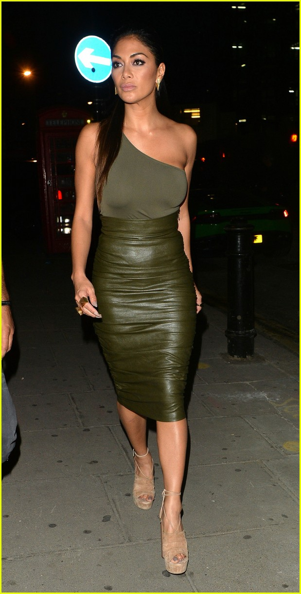 calvin harris nicole scherzinger link up in london 123703708