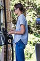 katie holmes gasses up truck 02